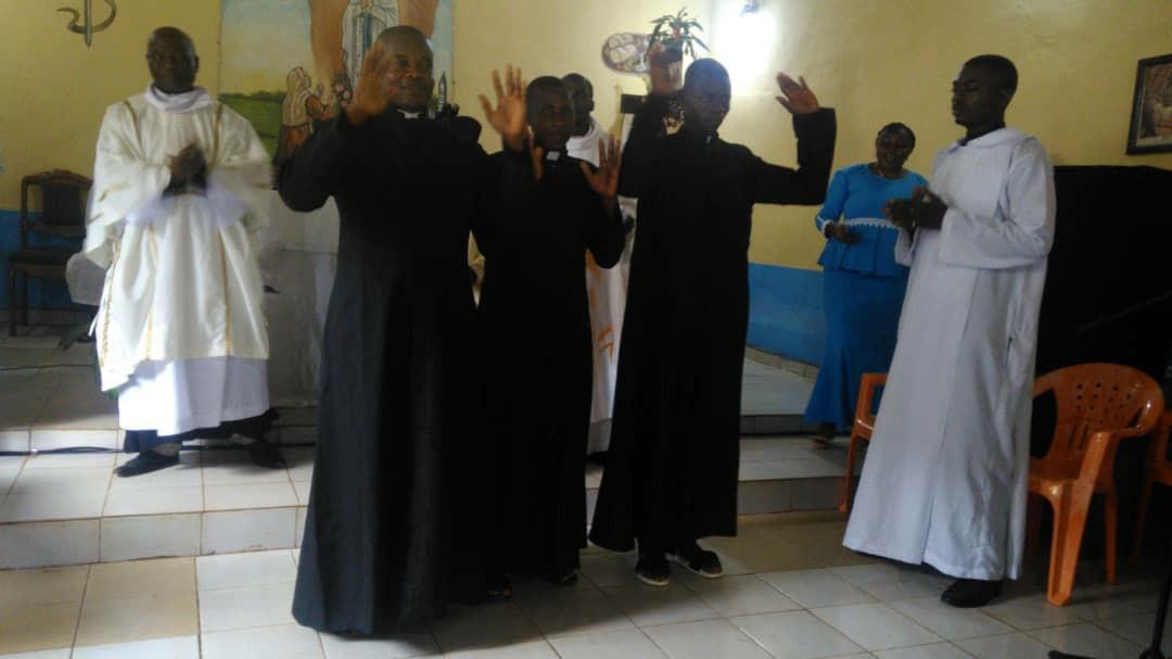De nouveaux prêtres exorcistes consacrés à Yaoundé